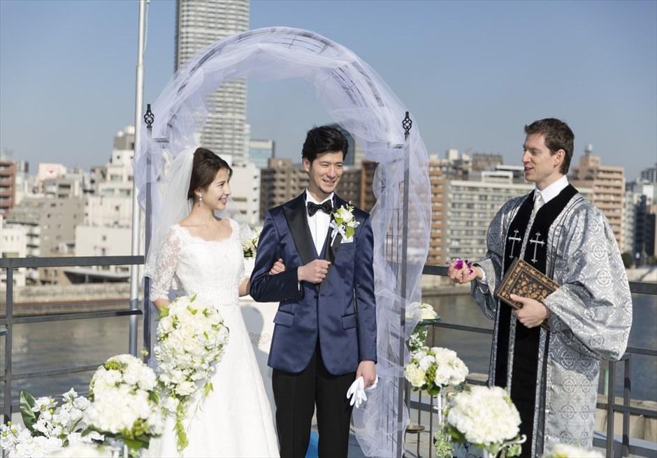 ヴァンス東京リゾート・ウェディング リバーサイド・ウェディング アーチ装飾